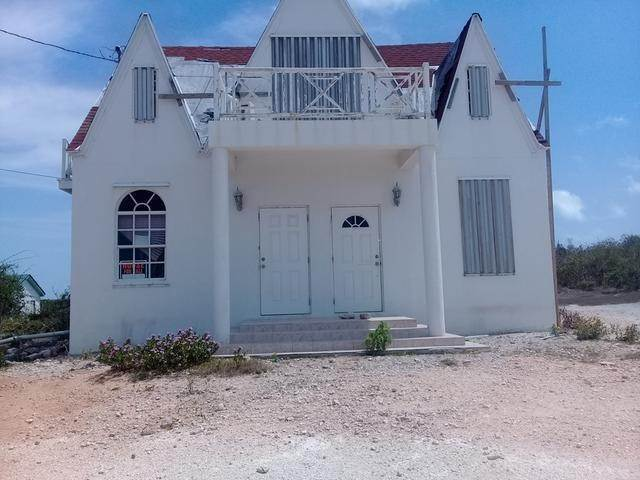 Multi-Family Homes por un Venta en Clarence Town, Long Island Bahamas