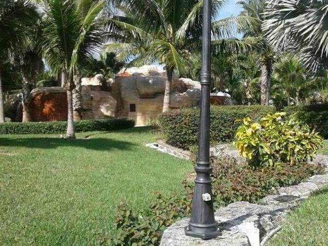 29. Condominiums for Rent at Turnberry, Charlotteville, Nassau And Paradise Island Bahamas
