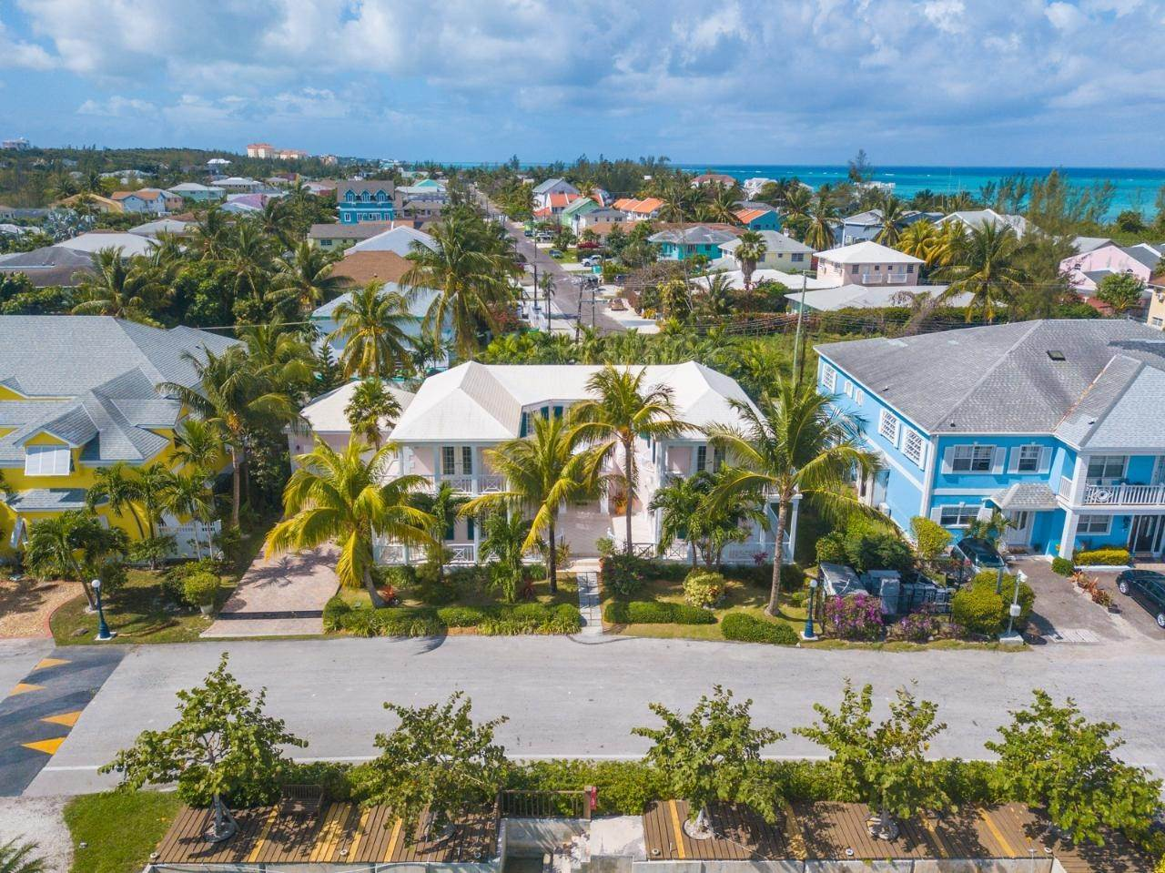 20. Single Family Homes for Rent at Sandyport, Cable Beach, Nassau And Paradise Island Bahamas