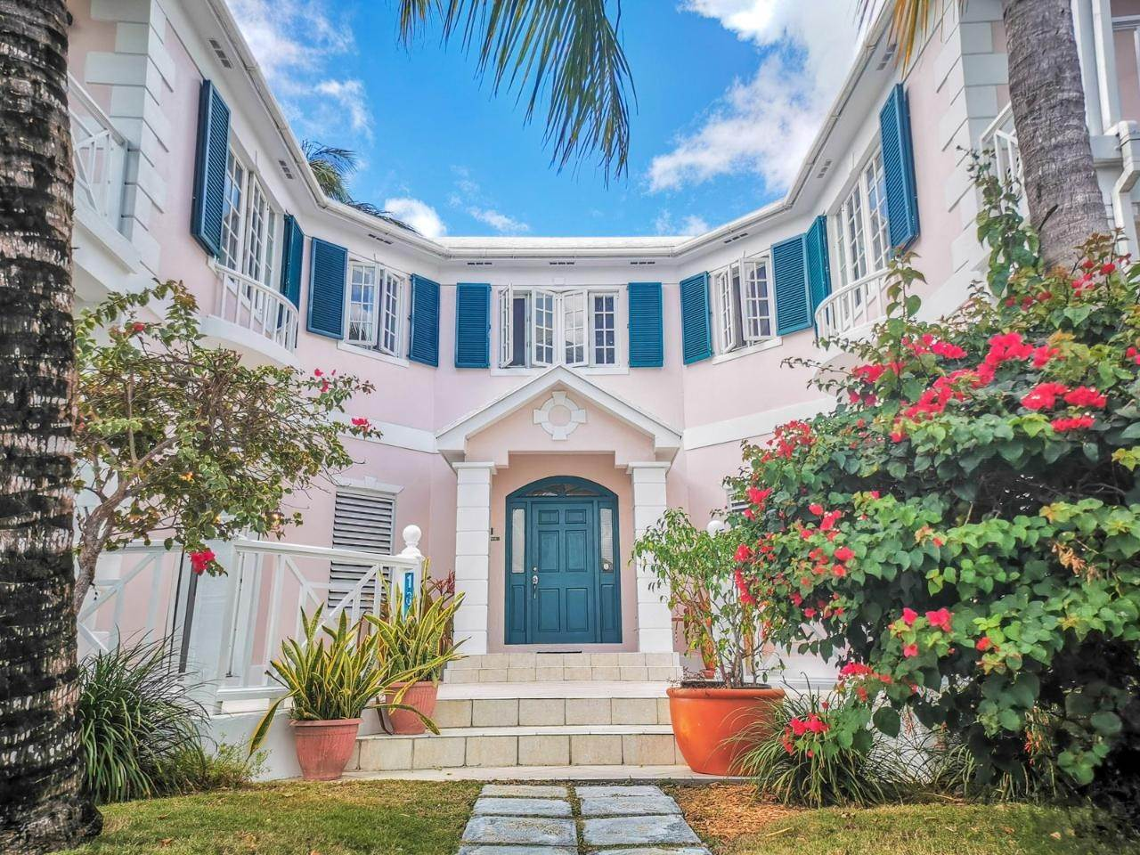 23. Single Family Homes for Rent at Sandyport, Cable Beach, Nassau And Paradise Island Bahamas