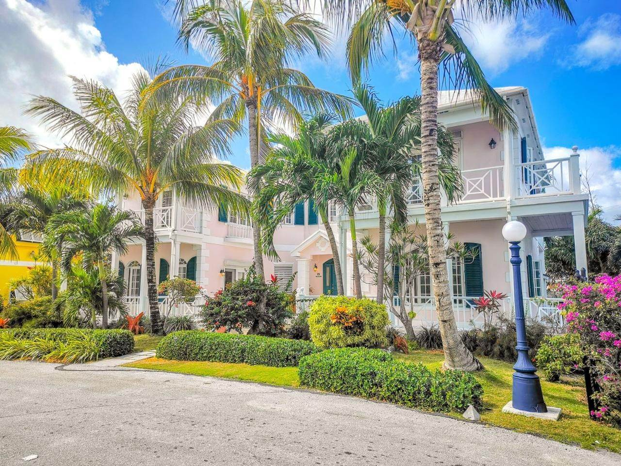 28. Single Family Homes for Rent at Sandyport, Cable Beach, Nassau And Paradise Island Bahamas