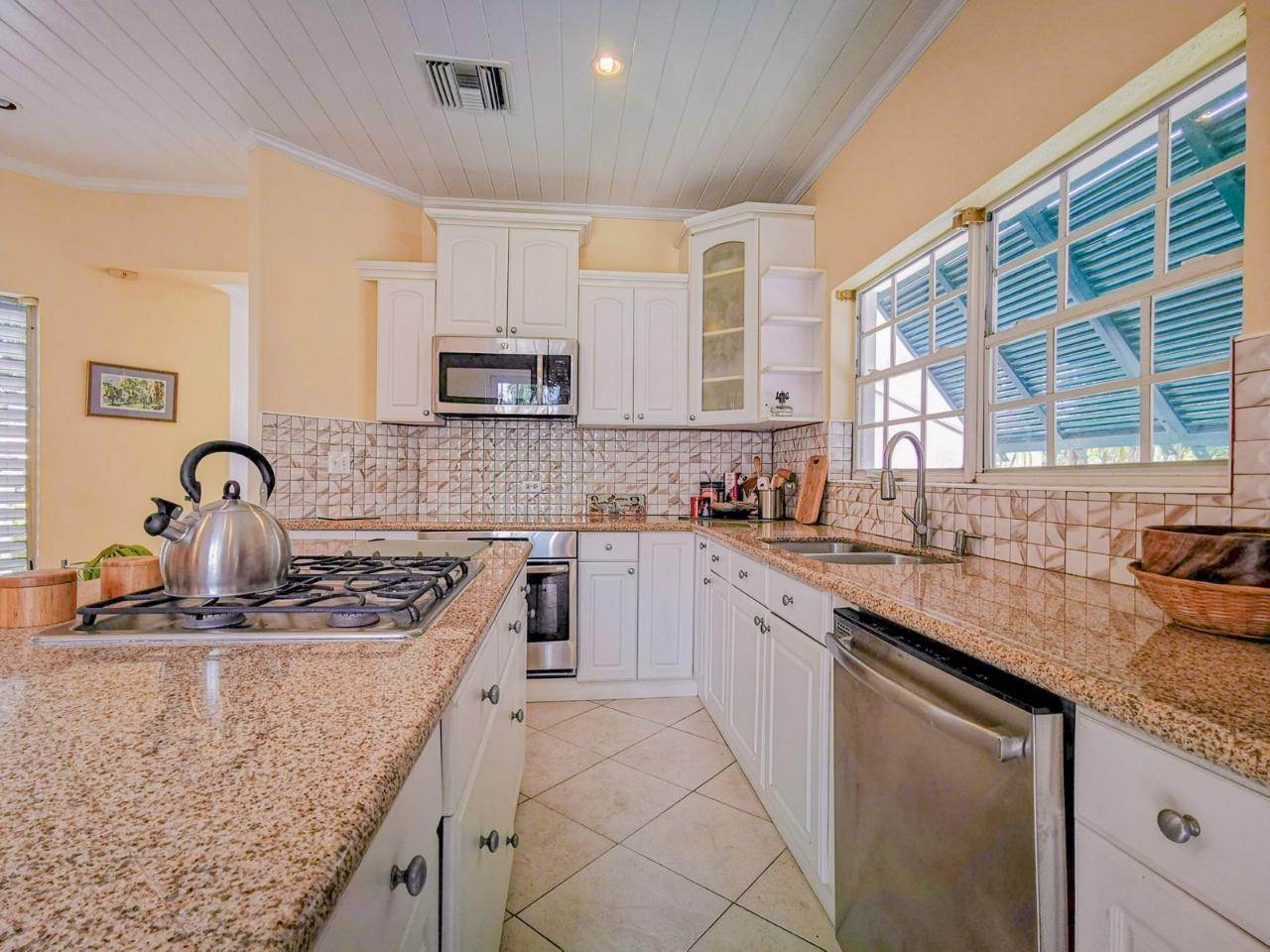 4. Single Family Homes for Rent at Sandyport, Cable Beach, Nassau And Paradise Island Bahamas