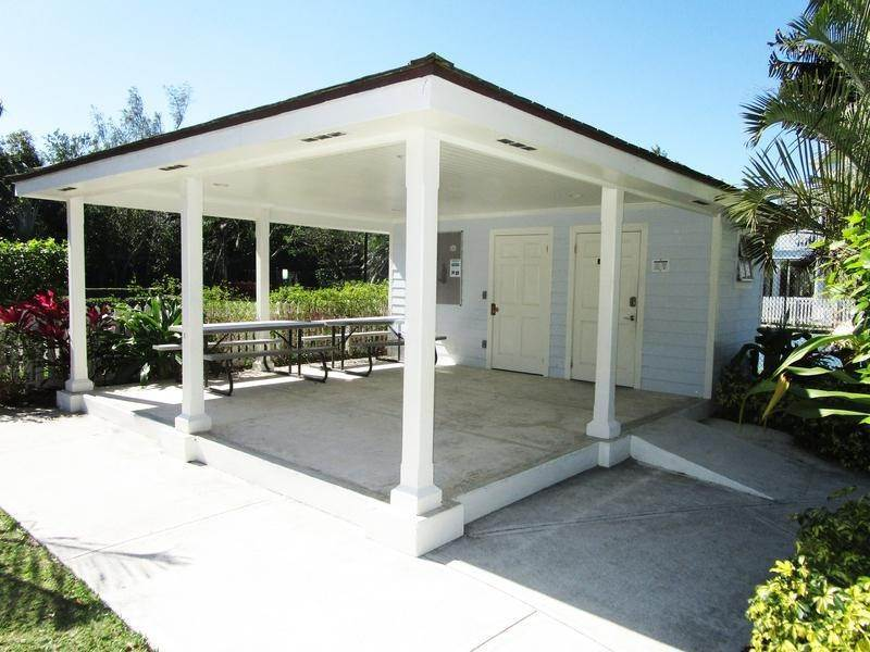 25. Single Family Homes for Rent at Sandyport, Cable Beach, Nassau And Paradise Island Bahamas