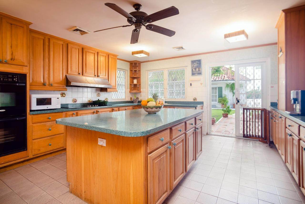 16. Single Family Homes for Sale at Lyford Cay, Nassau And Paradise Island Bahamas