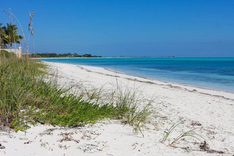 25. Single Family Homes for Rent at Fortune Beach, Freeport and Grand Bahama Bahamas
