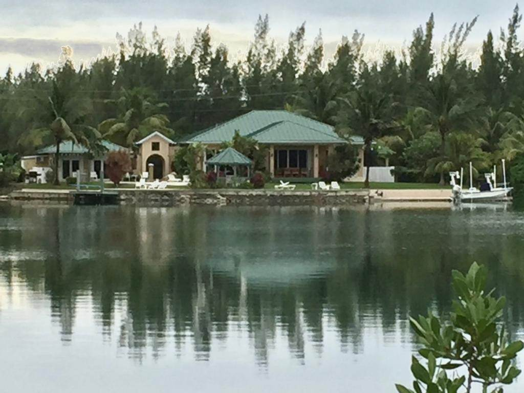 Single Family Homes 为 销售 在 Bahama Reef Yacht And Country Club, 大巴哈马/自由港 巴哈马
